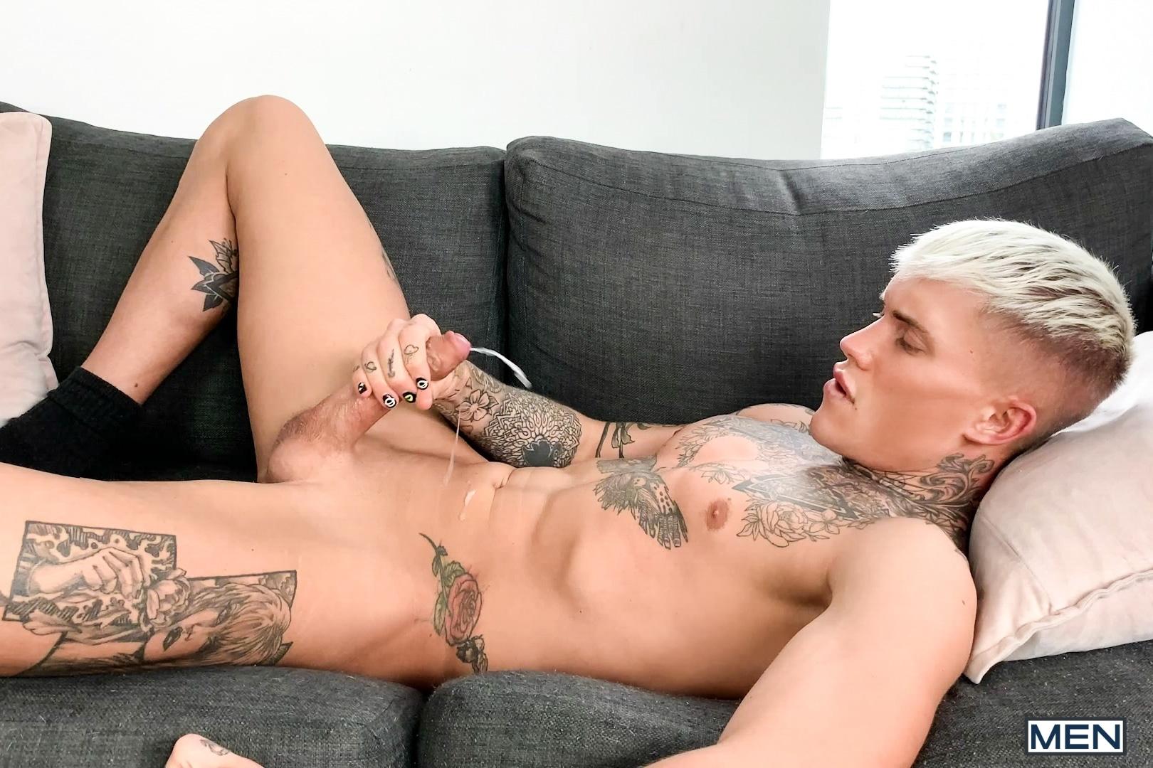 Blonde hottie masturbating